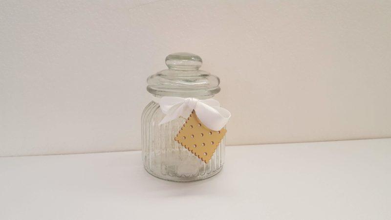 barattolo luminoso con biscotto
