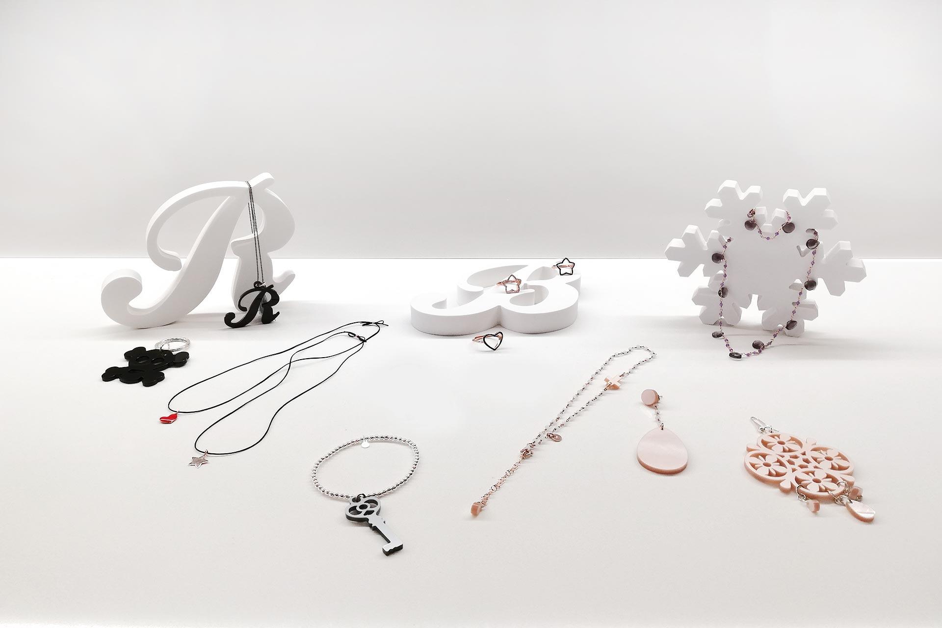 gioielli personalizzabili in PVC compatto
